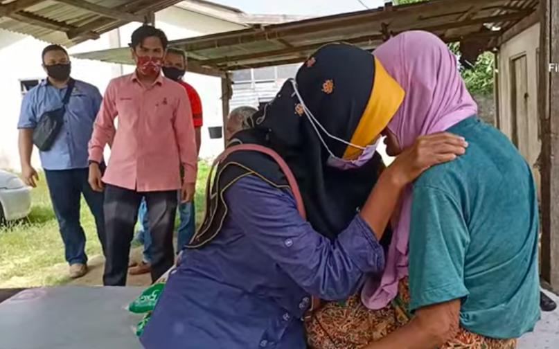 Berkat video viral, cucu kandung terpisah 20 tahun berjaya temui nenek semula