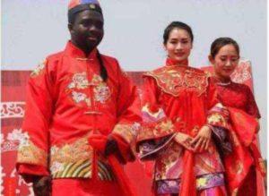 Menyesal Kahwin Dengan Lelaki Afrika, Gadis Cina Ini Lahirkan 8 Anak Dalam Masa 3 Tahun