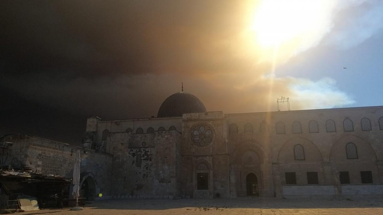 Kawasan Kediaman Israel Di Jerusalem Terbakar, Api Merebak Hingga Sekitar Masjid Al-Aqsa