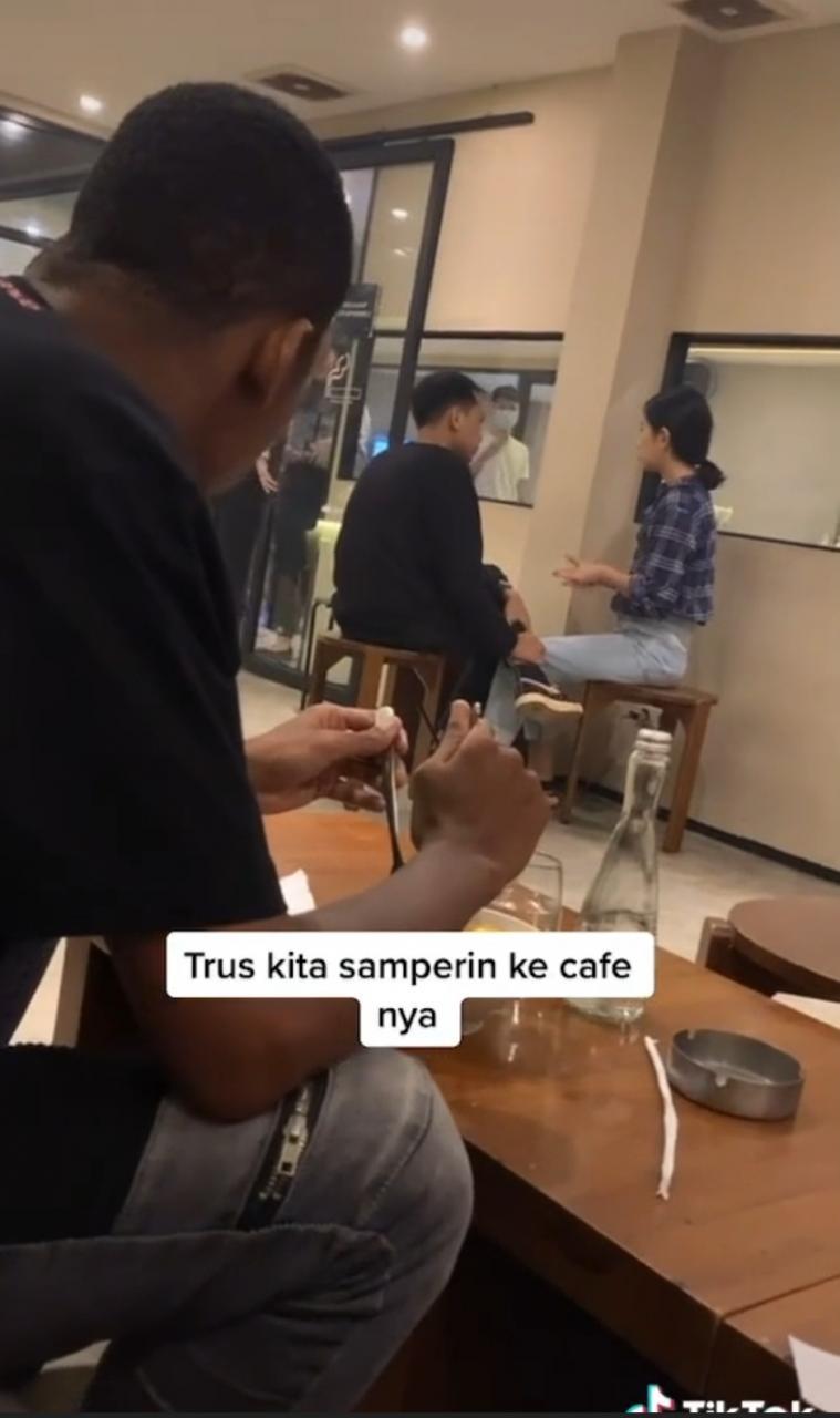 Video: Kantoi Awek Curang Smpai Tak Perasan Boyfriendnya Ikut Dari Belakang Buat Netizen Rasa Sebak