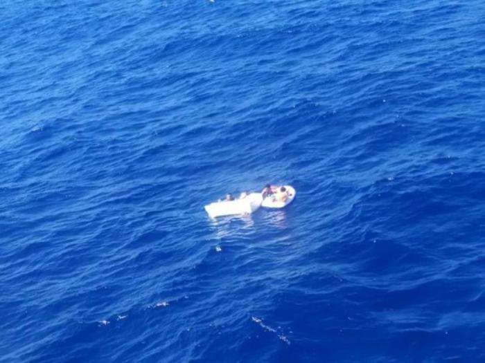 Bot Terkandas Di Tengah Laut, Ibu Maut Minum Air Kencing Sendiri Demi Selamatkan Anak